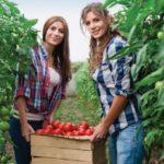 Female-Gardening-65381001